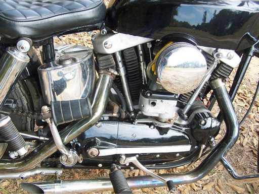 1960_Sportster_XLH_eng_rt.jpg