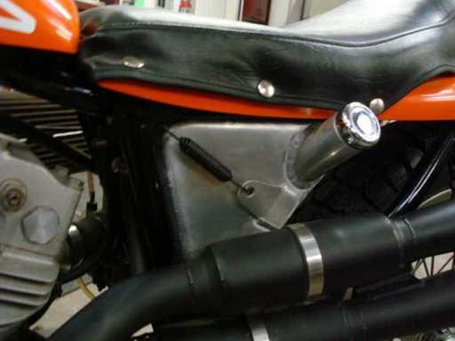 1980_Sportster_XR750_oil_lf.jpg